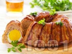 Месно руло Стефани от кайма и бекон в кръгла форма за кекс с плънка от варени яйца (без кисели краставички и моркови) - снимка на рецептата